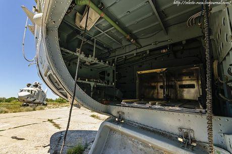 Xot xa dan truc thang khong lo Mi-26 bi vut chong cho - Anh 9
