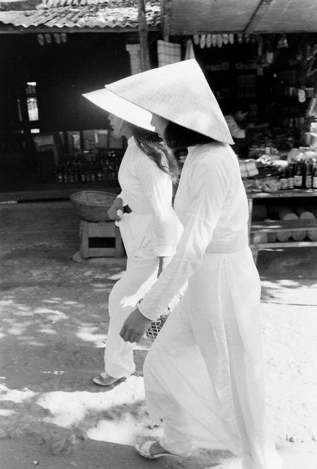 Xu Hue nam 1965 net cang trong anh cua Bill Eppridge - Anh 10