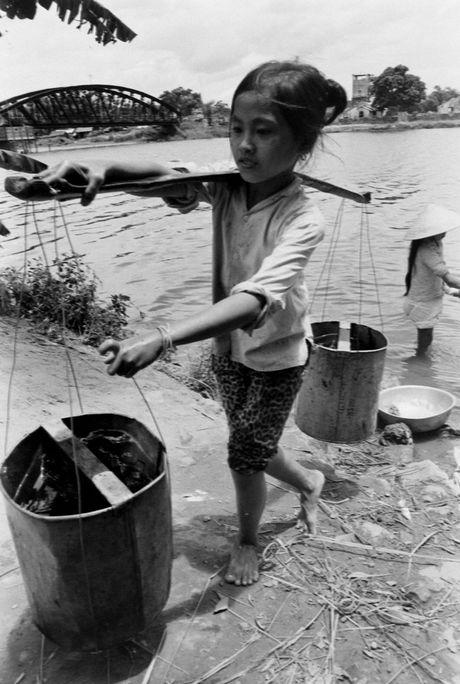 Xu Hue nam 1965 net cang trong anh cua Bill Eppridge - Anh 13