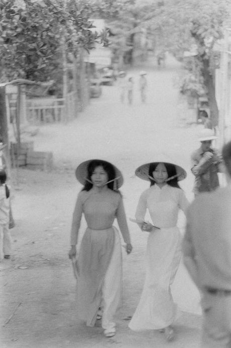 Xu Hue nam 1965 net cang trong anh cua Bill Eppridge - Anh 8