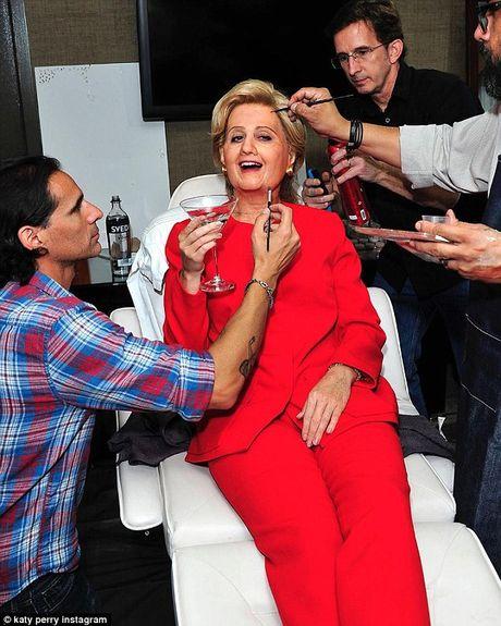 Katy Perry bien thanh ba Hillary Clinton di du tiec Halloween - Anh 2