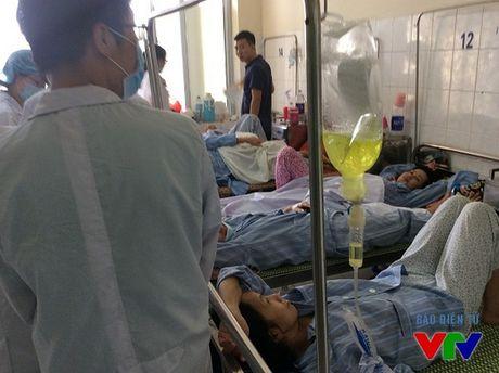 TP.HCM: Hon 100 cong nhan Worldon bi ngo doc thuc pham da xuat vien - Anh 1