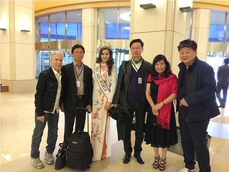Hoa hau Kim Hong duoc chao don nong nhiet tai Mrs. World 2016 - Anh 9
