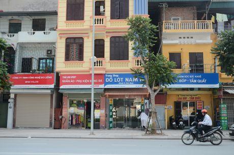 Tuyen pho kieu mau Le Trong Tan (Ha Noi): Tieu thuong than kho ban hang - Anh 1