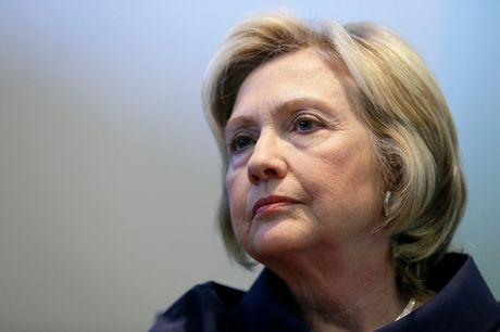 Giam doc FBI pham luat khi dieu tra ba Clinton truoc gio G? - Anh 1