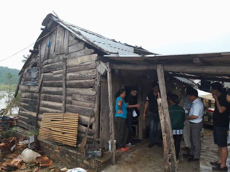 Quang Binh: Co hoc tro ngheo cung ong di xin an tung bua - Anh 1