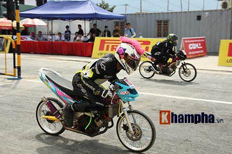 Doc la: Ngoi noc container xem dua xe tai Binh Duong - Anh 1