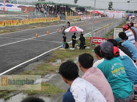 Doc la: Ngoi noc container xem dua xe tai Binh Duong - Anh 3