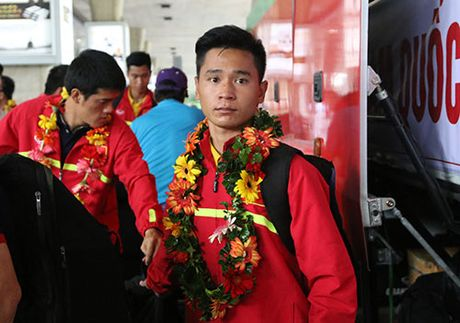 "U19 Viet Nam voi ky tich World Cup ""dai nao"" Tan Son Nhat - Anh 10"
