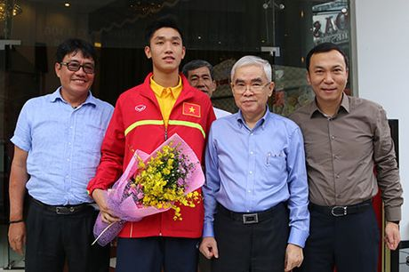 "U19 Viet Nam voi ky tich World Cup ""dai nao"" Tan Son Nhat - Anh 14"