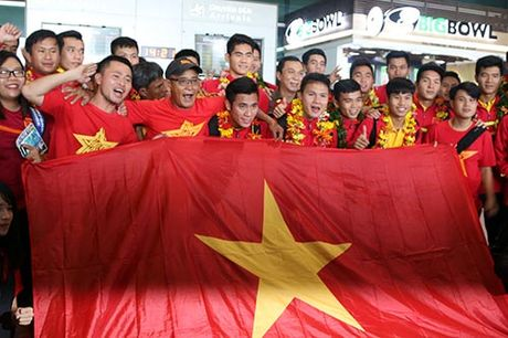 "U19 Viet Nam voi ky tich World Cup ""dai nao"" Tan Son Nhat - Anh 6"