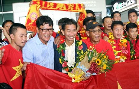 "U19 Viet Nam voi ky tich World Cup ""dai nao"" Tan Son Nhat - Anh 7"