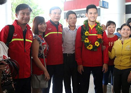 "U19 Viet Nam voi ky tich World Cup ""dai nao"" Tan Son Nhat - Anh 9"