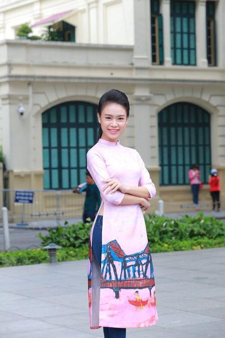 Dan Hoa hau, A hau nhay flashmob tung bung truoc Ho Guom - Anh 10