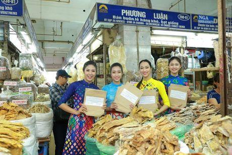 Dan Hoa hau, A hau nhay flashmob tung bung truoc Ho Guom - Anh 14