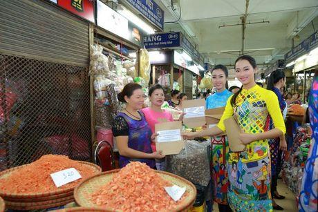 Dan Hoa hau, A hau nhay flashmob tung bung truoc Ho Guom - Anh 15