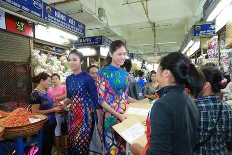 Dan Hoa hau, A hau nhay flashmob tung bung truoc Ho Guom - Anh 16
