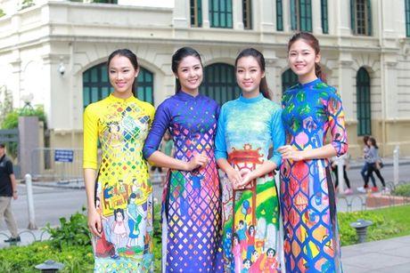 Dan Hoa hau, A hau nhay flashmob tung bung truoc Ho Guom - Anh 7
