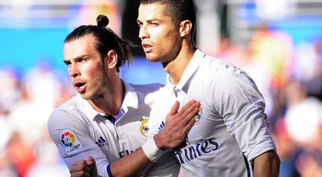 Real Madrid quyet dinh tra luong cho Bale cao hon Ronaldo - Anh 1