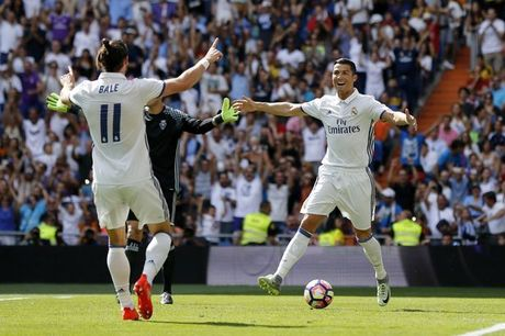 Real Madrid quyet dinh tra luong cho Bale cao hon Ronaldo - Anh 2