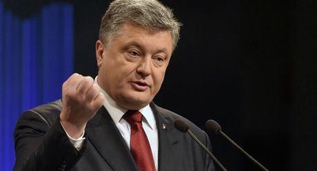 Lenh trung phat moi cua Ukraine chong Nga bat dau co hieu luc - Anh 1