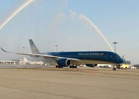 Vietnam Airlines dua sieu may bay A350 khai thac tuyen TP. HCM - Osaka - Anh 1