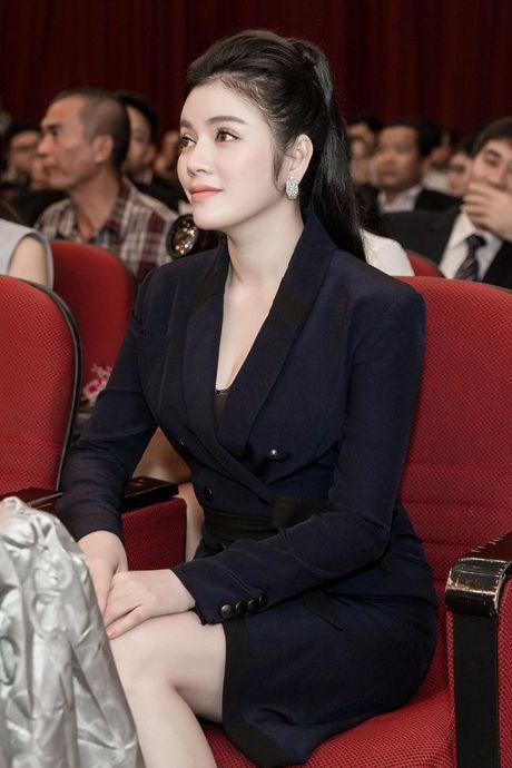 Ly Nha Ky eo thon, chan dai khoe than thai sang trong di nhan giai - Anh 3