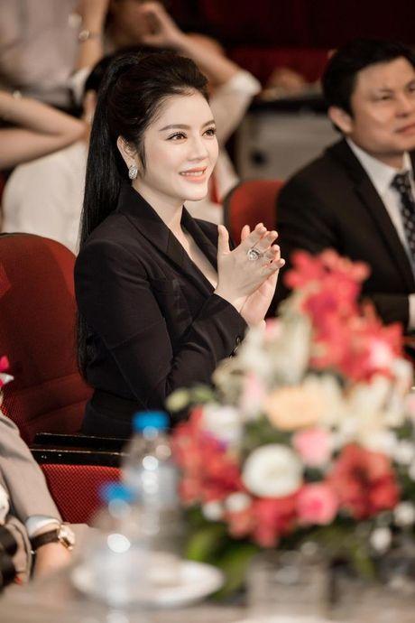 Ly Nha Ky eo thon, chan dai khoe than thai sang trong di nhan giai - Anh 5