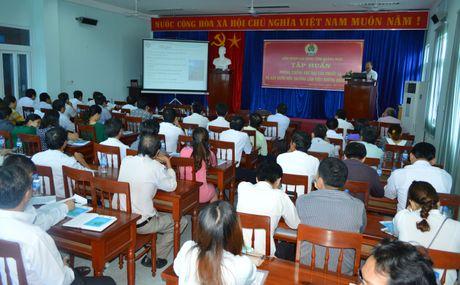 LDLD tinh Quang Ngai: Tuyen truyen tac hai cua khoi thuoc la doi voi nguoi lao dong - Anh 1