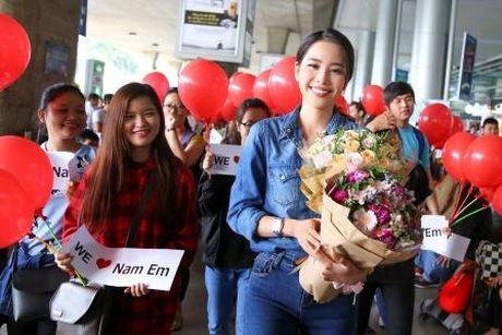 Nam Em duoc ban to chuc an ui sau su co phien dich o Miss Earth - Anh 1