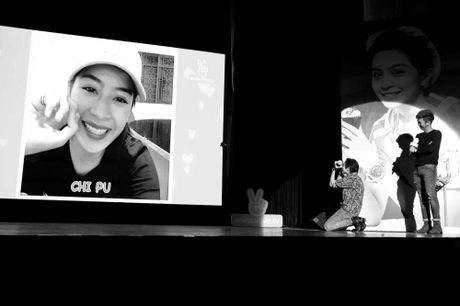 Gil Le nuc no tren san khau khi xem clip Chi Pu gui tang - Anh 2