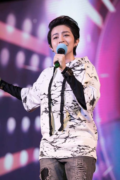 Gil Le nuc no tren san khau khi xem clip Chi Pu gui tang - Anh 3