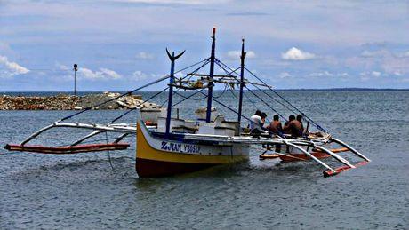 Trung Quoc len tieng vu ngu dan Philippines quay lai bai can Scarborough - Anh 1
