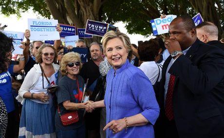 FBI da duoc phep dieu tra be boi email cua ba Clinton - Anh 2