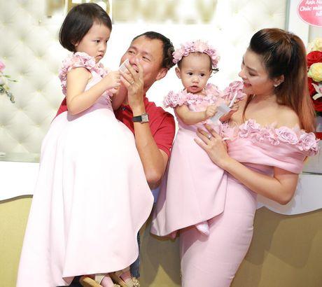 Vu Thu Phuong rang ro ben chong va 2 con gai - Anh 1