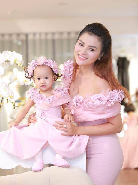 Vu Thu Phuong rang ro ben chong va 2 con gai - Anh 2