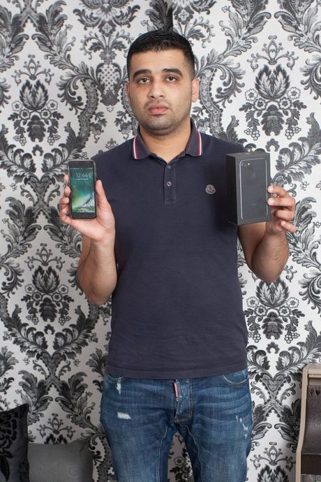 Bi lam Saddam Hussein, khach mua iPhone khong duoc hoan tien - Anh 1