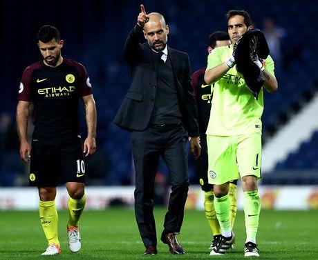 Pep can thoi gian de giup Man City sanh ngang Barca - Anh 1