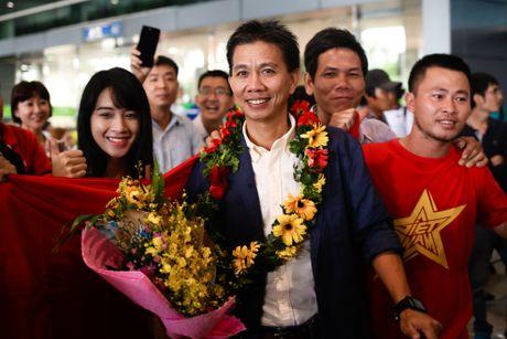 U19 Viet Nam duoc chao don nong nhiet duoi mua tam ta - Anh 7