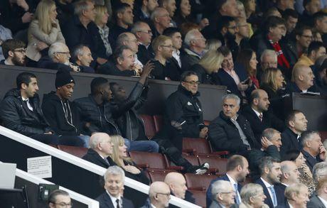 Mourinho ngan cam hoc tro chup anh - Anh 2