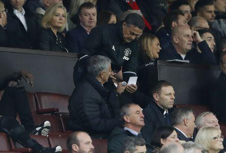 Mourinho ngan cam hoc tro chup anh - Anh 5