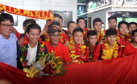 U19 Viet Nam rang ro ngay tro ve - Anh 2