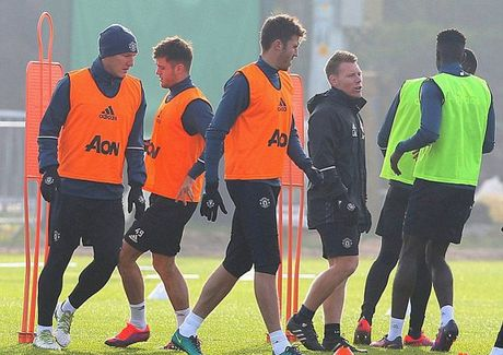 Mourinho bat ngo goi lai Schweinsteiger sau 4 thang bo roi - Anh 4