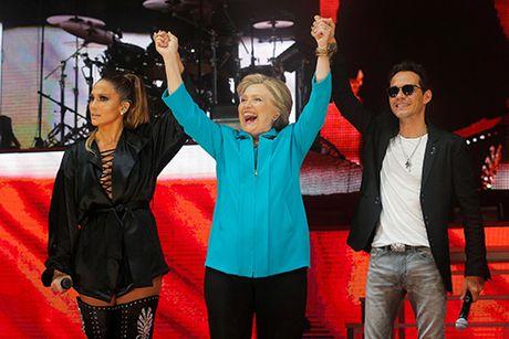 Clinton keu goi bo phieu som tren san khau ca nhac cung Jennifer Lopez - Anh 1