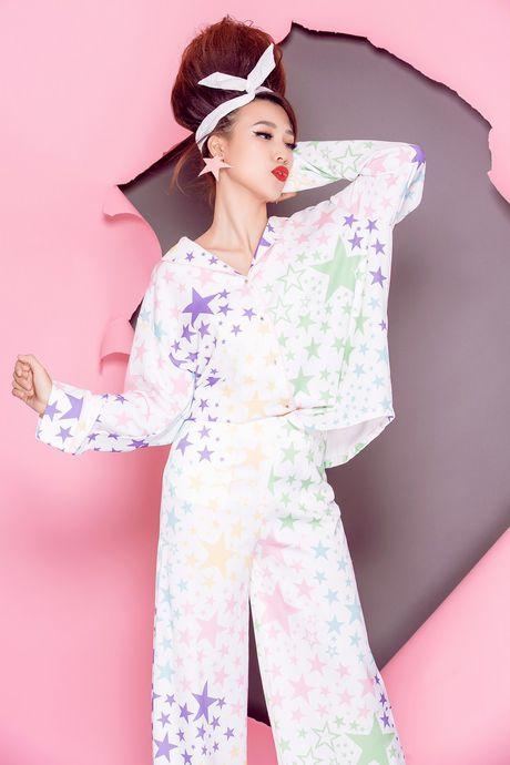 Tro thanh 'pop - art lady' sieu nghich ngom nhu A hau Hoang Oanh - Anh 11