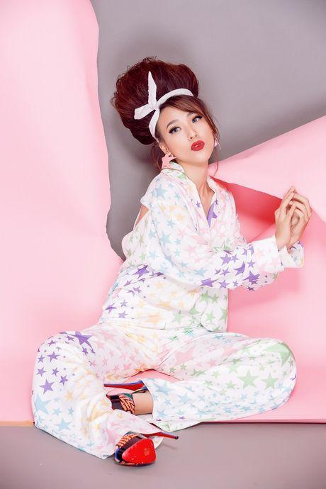 Tro thanh 'pop - art lady' sieu nghich ngom nhu A hau Hoang Oanh - Anh 12
