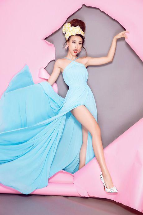 Tro thanh 'pop - art lady' sieu nghich ngom nhu A hau Hoang Oanh - Anh 6