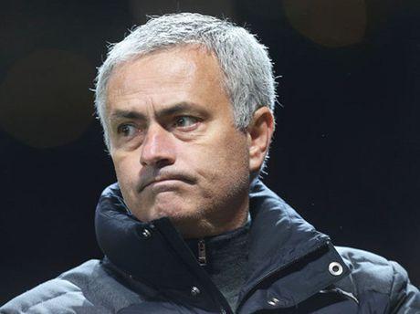 Man United khung hoang vi Mourinho dung thu bong da tu 10 nam truoc - Anh 1