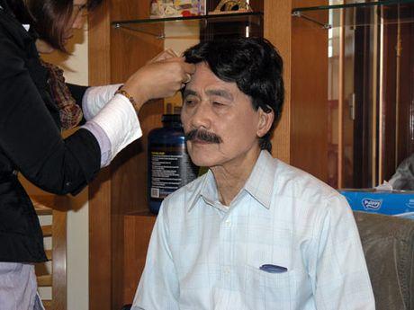 NSUT Pham Bang nho dao dien Khai Hung doc dieu van trong le tang - Anh 1
