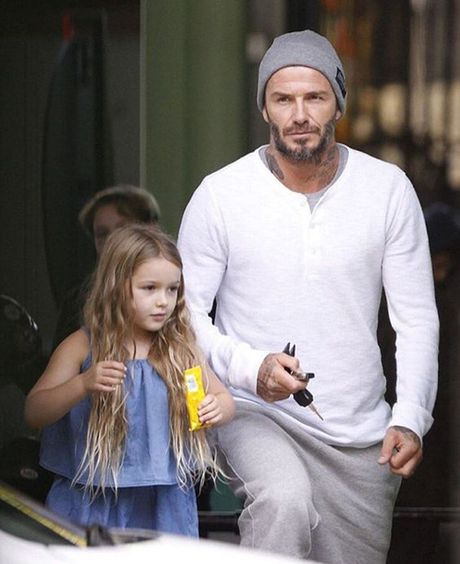 'Co gai' khien Beckham bo su nghiep ngay cang xinh yeu - Anh 6